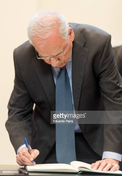Alfonso Guerra attends the Funeral Chapel for socialist politician Carme Chacon at PSOE headquarters on April 10 2017 in Madrid Spain Carme Chacon...
