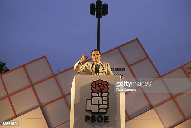 Alfonso Guerra in a PSOE meeting The vicepresident of the Government at a meeting of campaign for the municipal autonomic and European elections