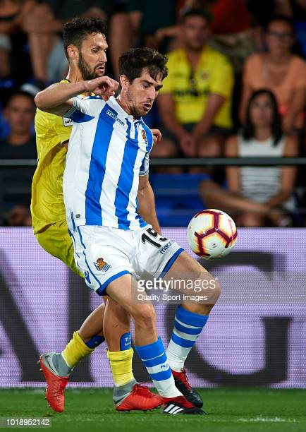 Alfonso Pedraza of Villarreal competes for the ball with Aritz Elustondo of Real Sociedad during the La Liga match between Villarreal CF and Real...
