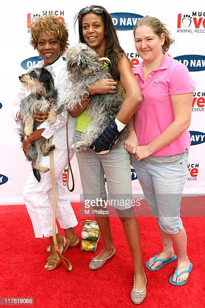 Alfre Woodard Mavis Spencer Lauren and their dogs Luna and Sofia
