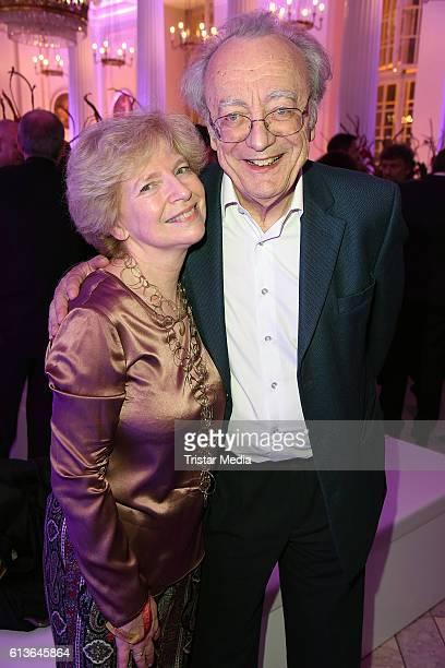 Alfred Brendel and his wife Maria Brendel attend the Klassik Echo 2016 on October 9 2016 in Berlin Germany