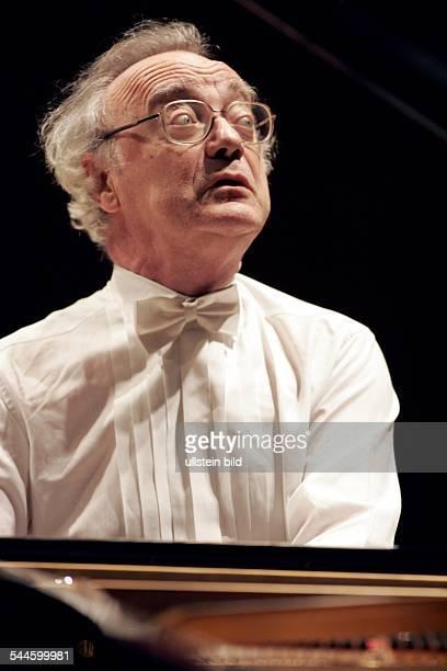 Alfred Brendel Musiker Pianist Publizist Oesterreich Auftritt in der Koelner Philharmonie
