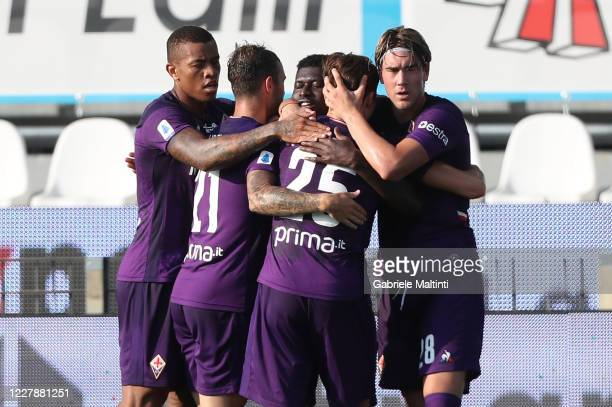 Alfred Duncan of ACF Fiorentina celebrates after scoring a goal during the Serie A match between SPAL and ACF Fiorentina at Stadio Paolo Mazza on...