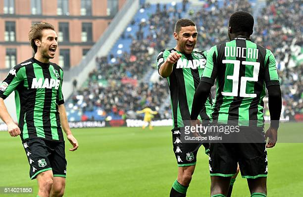 Alfred Duncan of US Sassuolo Calcio celebrates after scoring the opening goal during the Serie A match between US Sassuolo Calcio and AC Milan at...