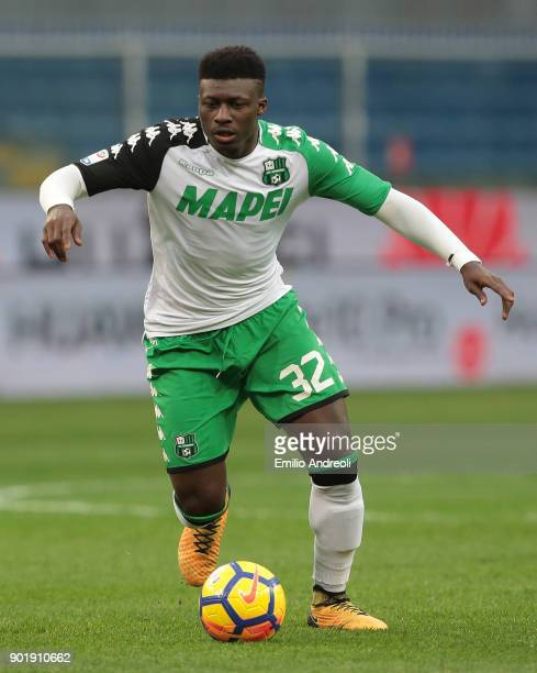 Alfred Duncan of US Sassuolo Calcio in action during the serie A match between Genoa CFC and US Sassuolo at Stadio Luigi Ferraris on January 6 2018...