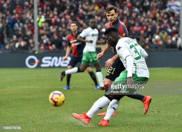 Alfred Duncan of US Sassuolo opposed to Ivan Radovanovic of Genoa CFC during the Serie A match between Genoa CFC and US Sassuolo at Stadio Luigi...