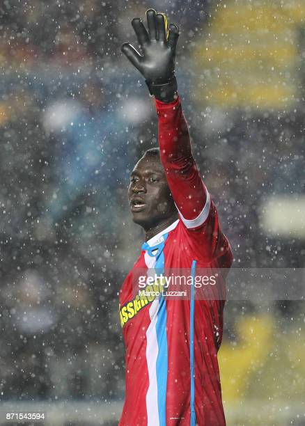 Alfred Gomis of Spal gestures during the Serie A match between Atalanta BC and Spal at Stadio Atleti Azzurri d'Italia on November 5 2017 in Bergamo...