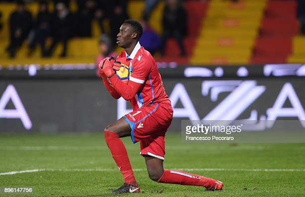 Alfred Gomis of Spal in action during the Serie A match between Benevento Calcio and Spal at Stadio Ciro Vigorito on December 17 2017 in Benevento...