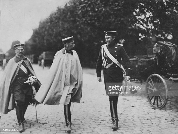 Alfred Graf von SCHLIEFFEN*28021833Offizier D Chef des Generalstabs 18911905General von Schlieffen begleitet von seinen Adjudanten Hauptmann iG von...