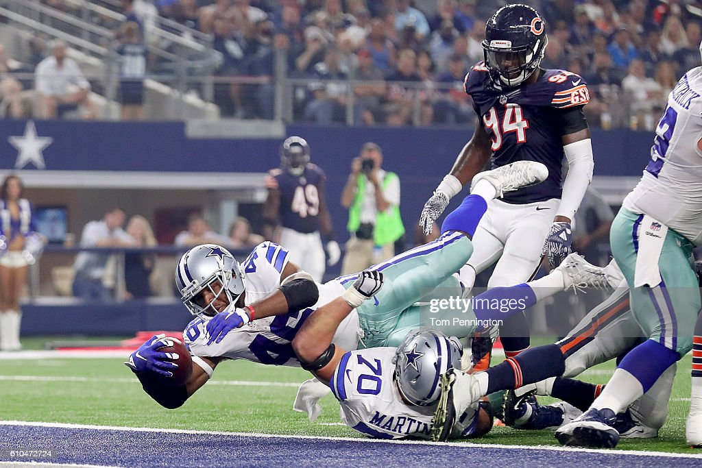 Alfred Morris #46 of the Dallas Cowboys scores a touchdown against Leonard Floyd #94 of the Chicago Bears in the second quarter at AT&T Stadium on September 25, 2016 in Arlington, Texas.