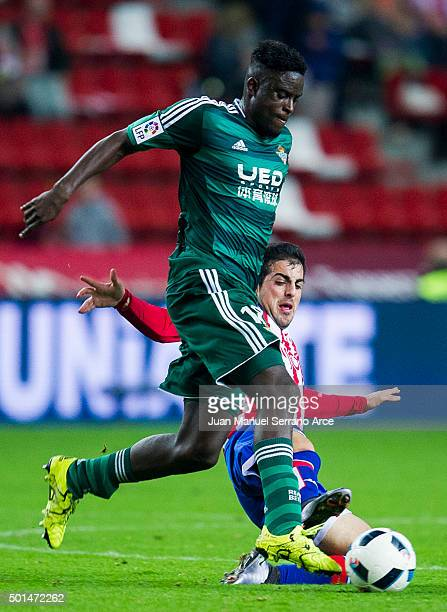 Alfred N'Diaye of Real Betis Balompie duels for the ball with Carlos Castro of Real Sporting de Gijon during the Copa del Rey Round of 32 match...