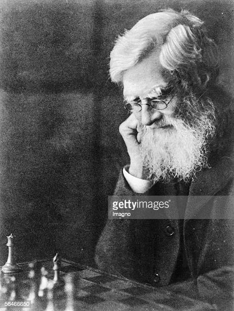 Alfred Russel Wallace playing chess Photography [Alfred Russel Wallace Bildnis beim Schachspiel Photographie]