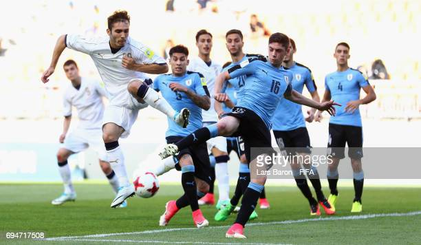 Alfredo Bifulco of Italy is challenged by Federico Valverde of Uruguay during the FIFA U20 World Cup Korea Republic 2017 3rd rank playoff match...