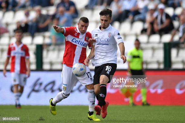 Alfredo Bifulco of Pro Vercelli FC competes with Antonino Barilla of Parma Calcio during the serie B match between Pro Vercelli FC and Parma Calcio...
