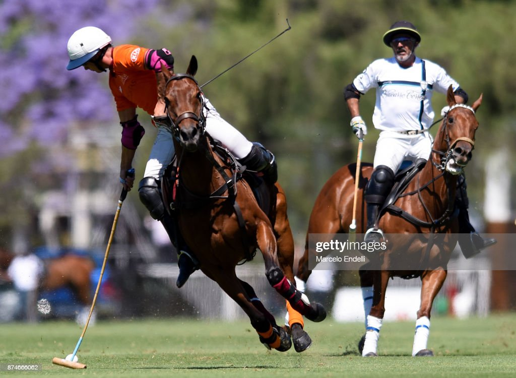 Alfredo Bigatti of La Aguada hits the ball during a match between La Aguada L. M. v La Esquina L. M. as part of the HSBC 124° Argentina Polo Open at Campo Argentino de Polo on November 14, 2017 in Buenos Aires, Argentina.