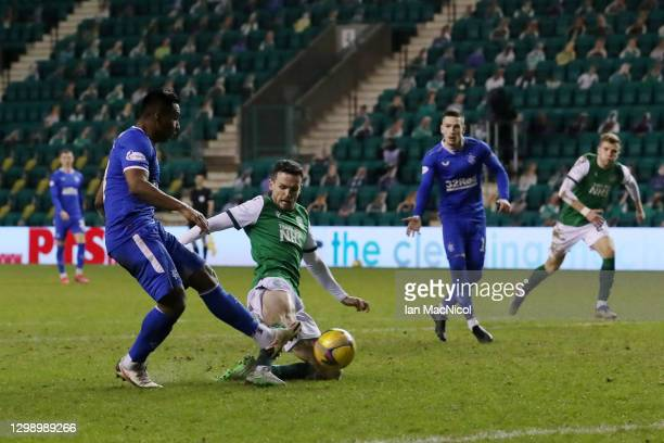 Alfredo Morelos of Rangers scores their sides first goal during the Ladbrokes Scottish Premiership match between Hibernian and Rangers at Easter Road...