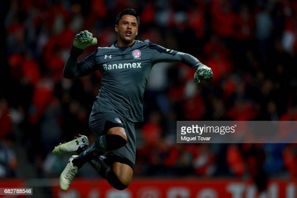 Alfredo Talavera of Toluca celebrates after his team scored during the quarter finals second leg match between Toluca and Santos Laguna as part of...