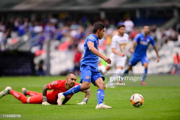 Alfredo Zaldivar Goalkeeper of Pumas fights for the ball with Orbelin Pineda of Cruz Azul during the 15th round match between Cruz Azul and Pumas...