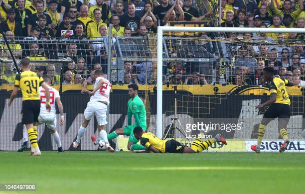 Alfreo Finnbogason of Augsburg scores his team's first goal during the Bundesliga match between Borussia Dortmund and FC Augsburg at Signal Iduna...