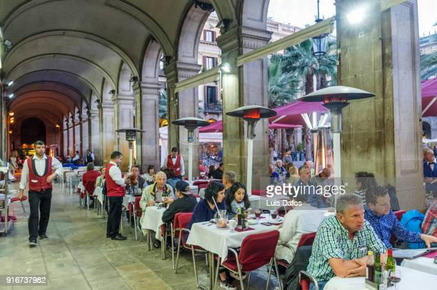 Alfresco dinning in the Gothic quarter