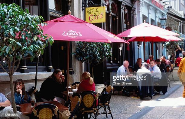 Alfresco drinkers outside Occidental Hotel, Vulcan Lane.