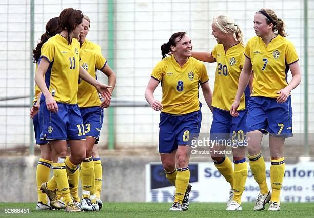 Algarve Cup 2005, Silves, 11.03.05; China - Schweden ; Jubel der Schwedinnen ueber das 2:0 von Frida OESTBERG/SWE