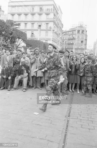 Alger Algérie Journées insurrectionnelles du 24 janvier au 1er février 1960 en réaction à la mutation en métropole du général Massu sur décision du...