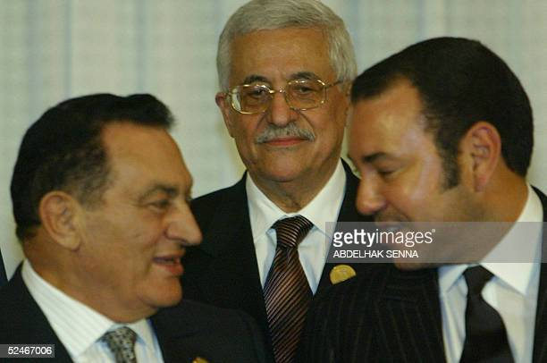 Palestinian Leader Mahmud Abbas listen to Egyptian President Hosni Mubarak and King Mohammed VI of Morocco during a group photo following a meeting...