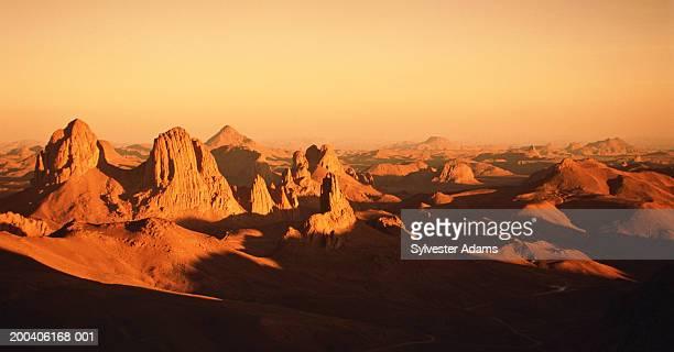 algeria, sahara desert, ahaggar mountains, sunset - アルジェリア ストックフォトと画像