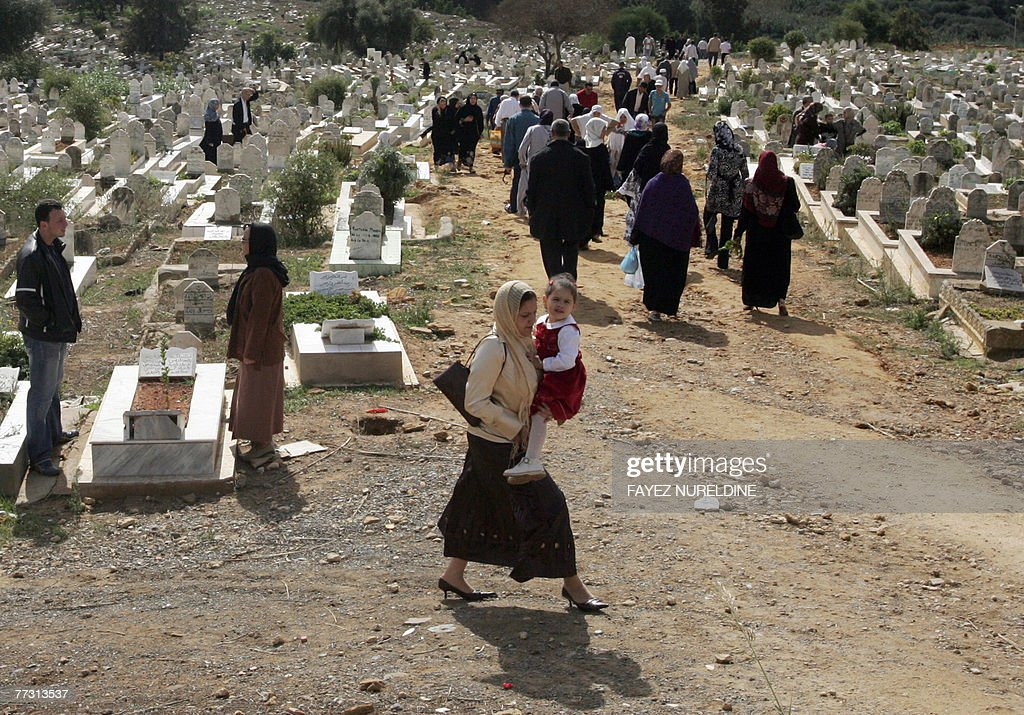 Must see Algeria Eid Al-Fitr 2018 - algerian-families-visit-relatlives-graves-on-the-first-day-of-the-picture-id77313537?s\u003d612x612  Photograph_993612 .com/photos/algerian-families-visit-relatlives-graves-on-the-first-day-of-the-picture-id77313537?s\u003d612x612