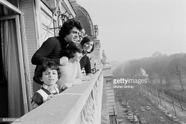 Algerian French Pied noir singer and songwriter Enrico Macias and his wife Suzy Leyris and their children Jocy and Jean-Claude Ghrenassia at home in...