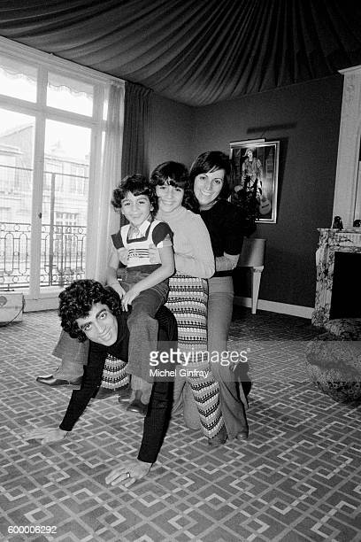 Algerian French Pied noir singer and songwriter Enrico Macias and his wife Suzy Leyris and their children JeanClaude and Jocy Ghrenassia at home in...