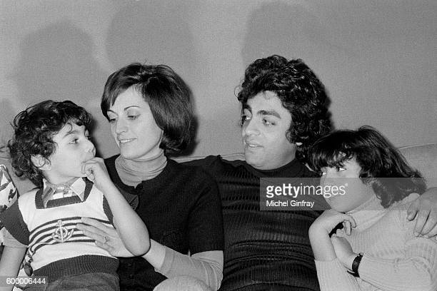 Algerian French Pied noir singer and songwriter Enrico Macias and his wife Suzy Leyris and their children Jean-Claude and Jocy Ghrenassia at home in...