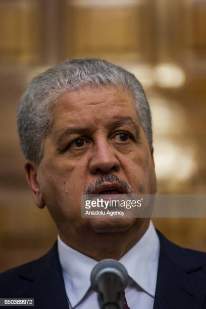Algerian Prime Minister Abdelmalek Sellal and Tunisian Prime Minister Youssef Chahed hold a press conference after their meeting at the Carthage...
