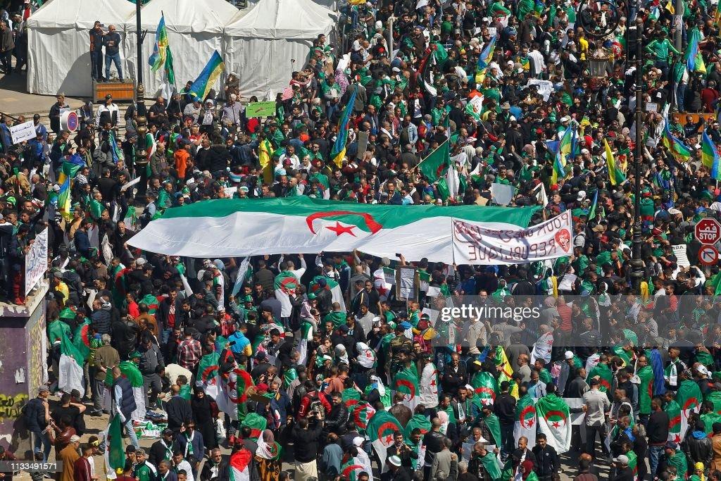 TOPSHOT-ALGERIA-POLITICS-DEMO : News Photo