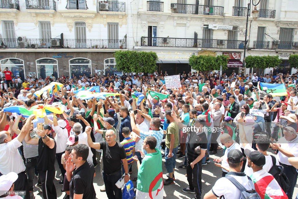 ALGERIA-POLITICS-DEMO-UNREST : News Photo