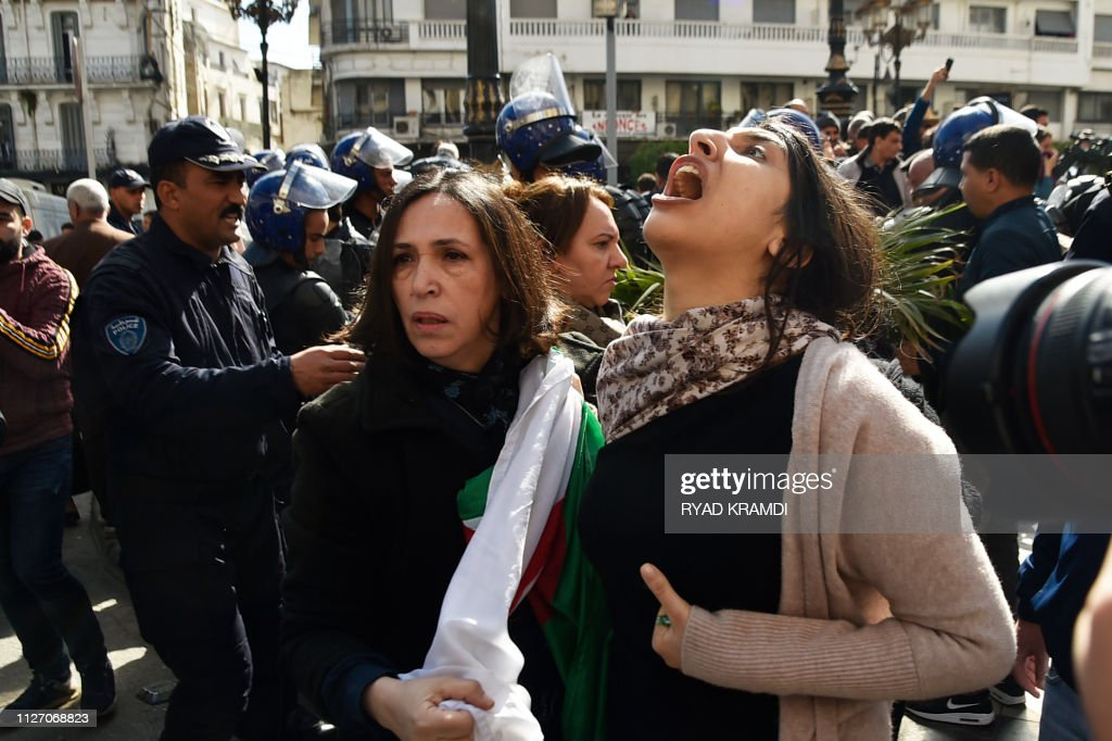 ALGERIA-POLITICS-VOTE-DEMO : News Photo