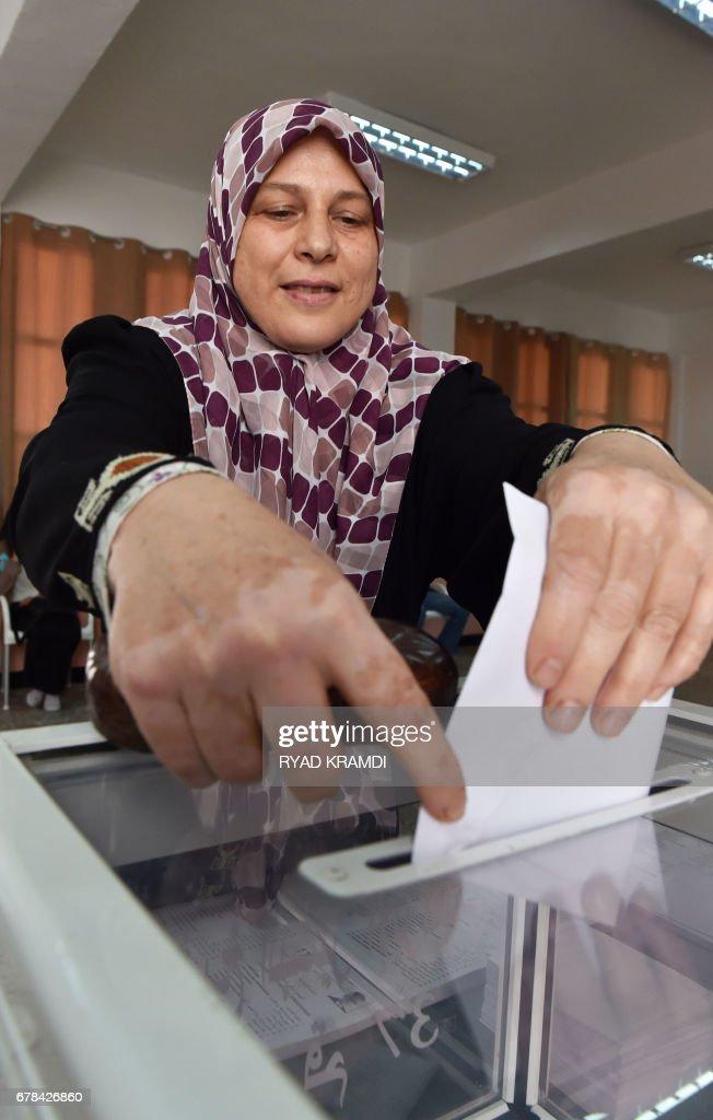 ALGERIA-VOTE : News Photo