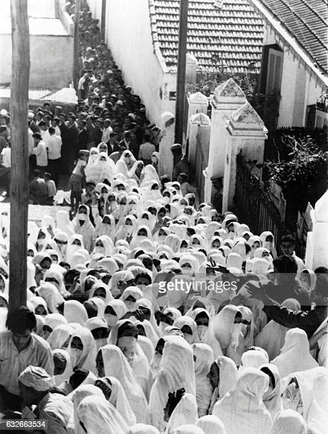 Algerian women wait in line to vote in a polling station for the independence referendum in Algeria on July 1 1962 / AFP / EPU /