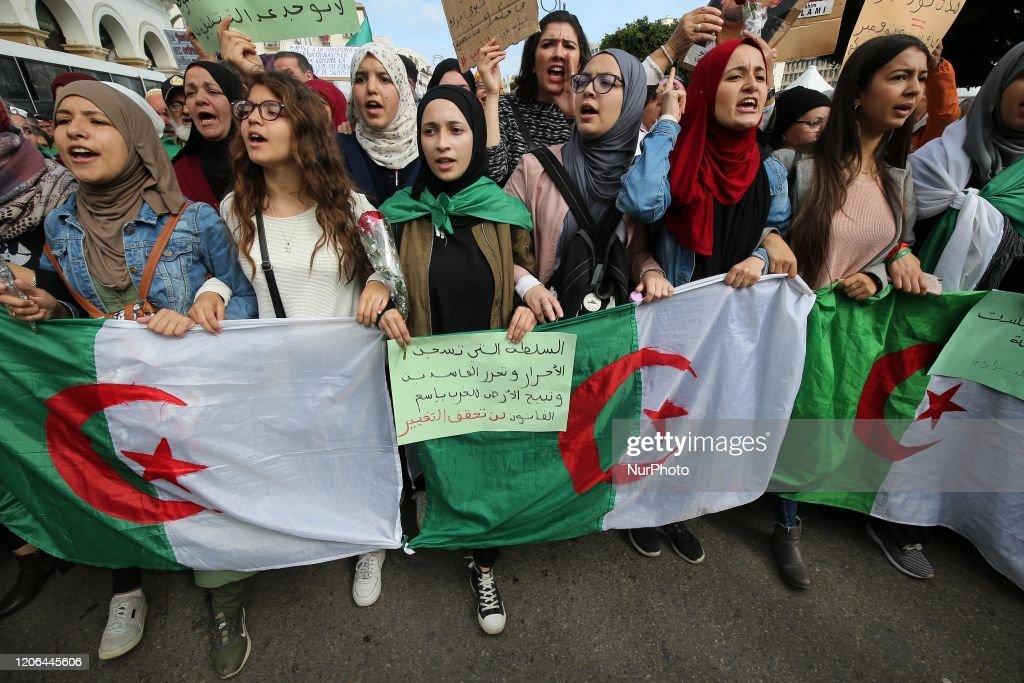 Anti-government Protest In Algiers : Nieuwsfoto's