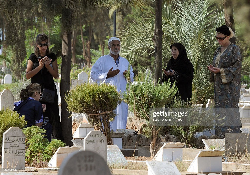 Fantastic Algeria Eid Al-Fitr 2018 - algerians-pray-at-the-alia-muslim-cemetery-on-the-first-day-of-the-picture-id90979405?s\u003d612x612  Trends_155490 .com/photos/algerians-pray-at-the-alia-muslim-cemetery-on-the-first-day-of-the-picture-id90979405?s\u003d612x612