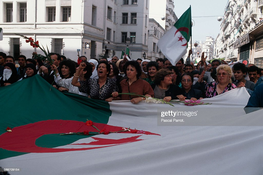 FLN Protest Against FIS in Algiers : News Photo