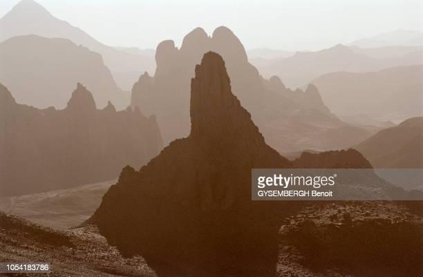 Algérie novembre 2000 Le plateau de l'Assekrem aux confins du Hoggar où se trouve l'ermitage d'été du père Charles de Foucauld à 80 km de Tamanrasset...