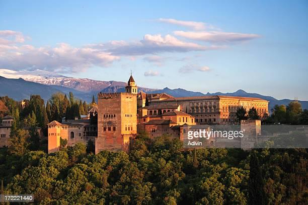 Alhambra in Granada in der Dämmerung. Einer der sieben neuen Wunder