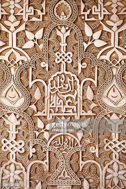 alhambra - nasrid palaces- palacio de los leones sculptures - hand grenade stock pictures, royalty-free photos & images