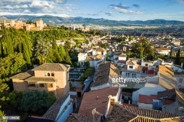 alhambra palace and albaicin district overview - albaicín fotografías e imágenes de stock