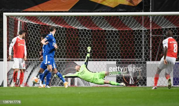 Ali Elmusrati of SC Braga scores their sides first goal as Kasper Schmeichel of Leicester City dives in vain during the UEFA Europa League Group G...