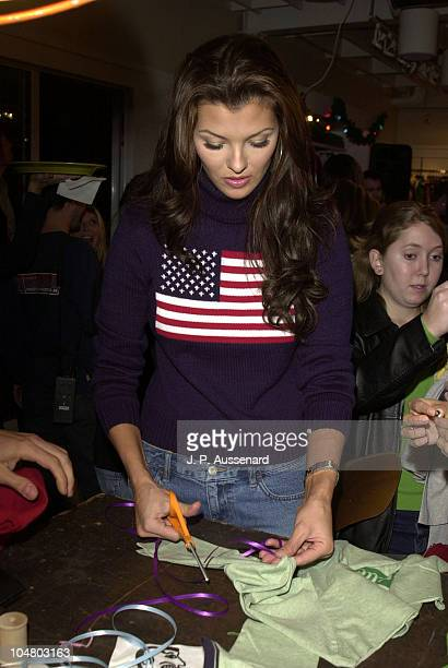 Ali Landry customizing her American Eagle Outfitters Tshirt