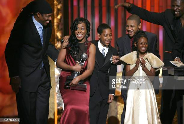 Ali LeRoi Tichina Arnold Tyler James Williams Tequan Richmond Imani Hakim and Terry Crews winners of Outstanding Comedy Series for 'Everybody Hates...
