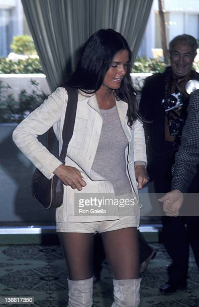 Ali MacGraw attends Hollywood Foreign Press Conference on April 6 1970 at the Beverly Hilton Hotel in Beverly Hills California